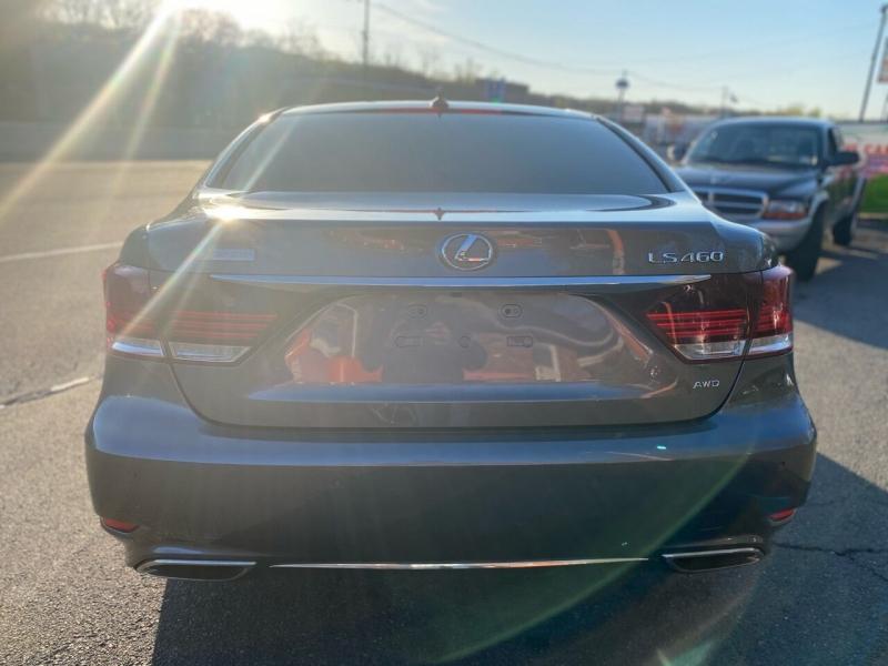 Lexus LS 460 2013 price $28,995