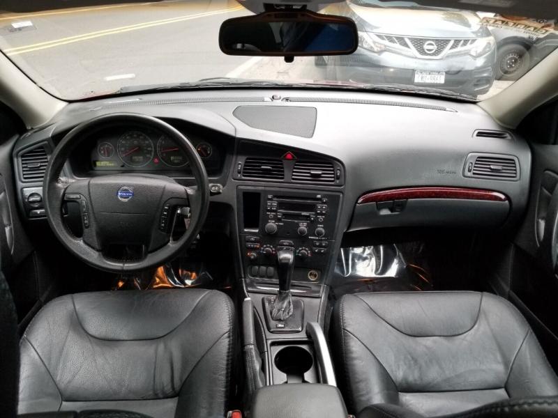 Volvo XC70 2004 price $2,995