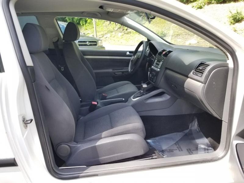 Volkswagen Rabbit 2008 price $3,995