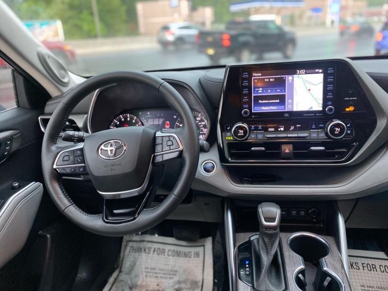 Toyota Highlander 2021 price $46,995