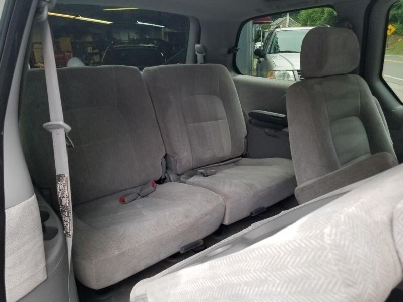 Kia Sedona 2004 price $2,495