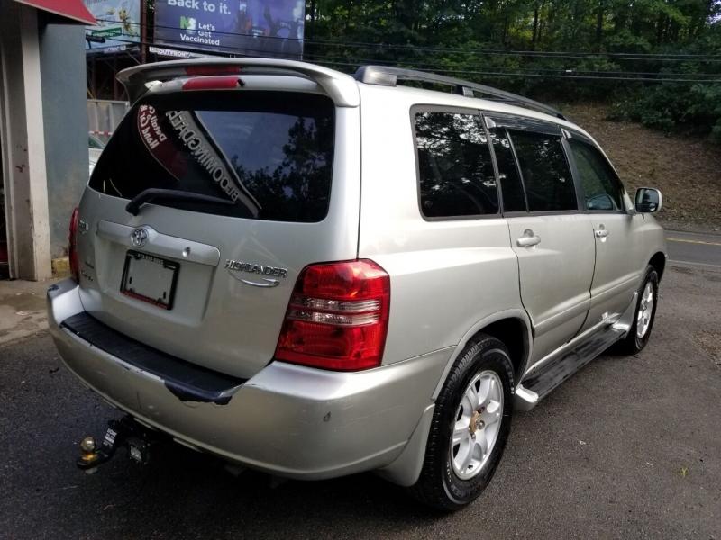 Toyota Highlander 2003 price $3,995