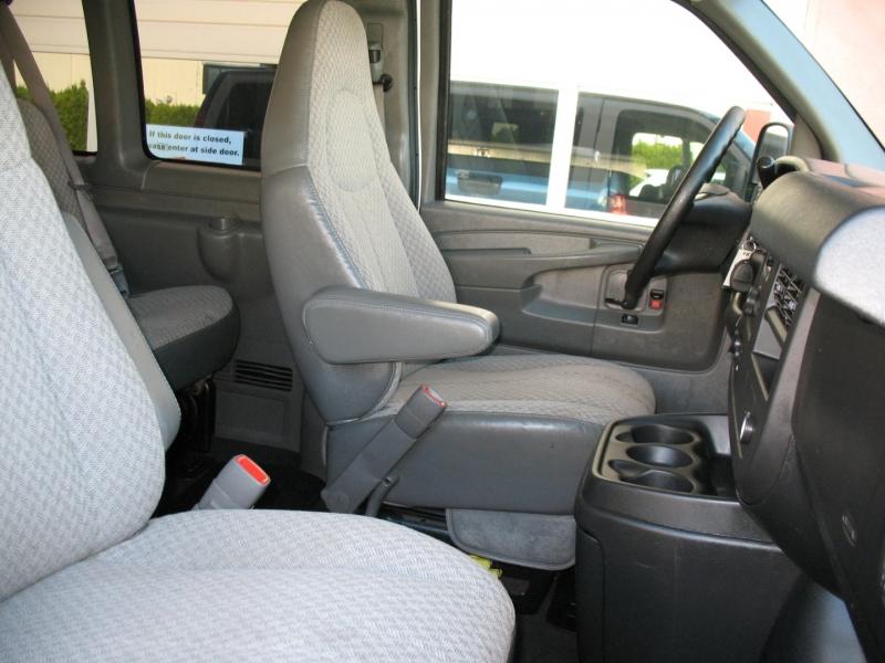 Chevrolet Express Passenger 2009 price $11,495