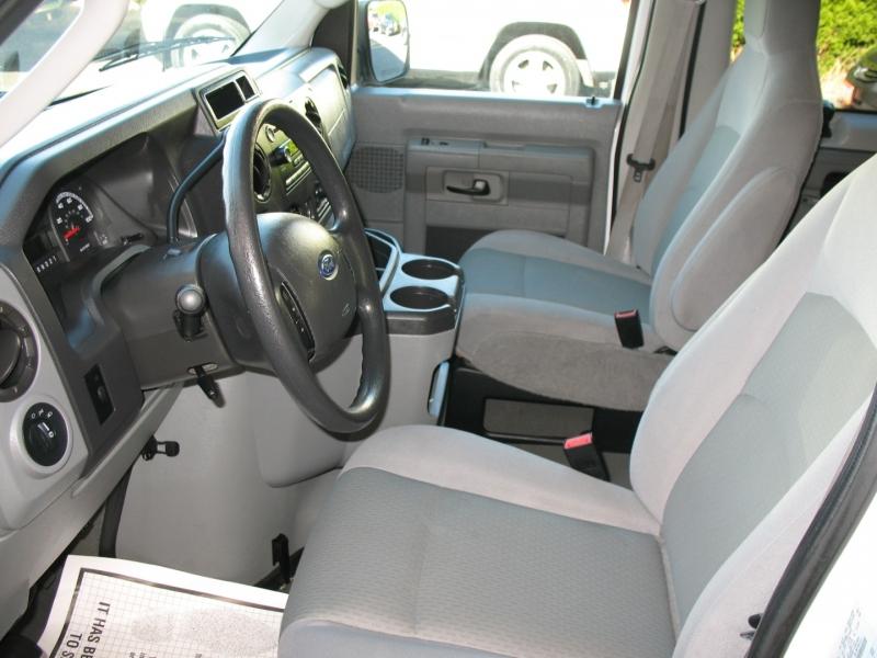 Ford Econoline Wagon 2009 price $9,995