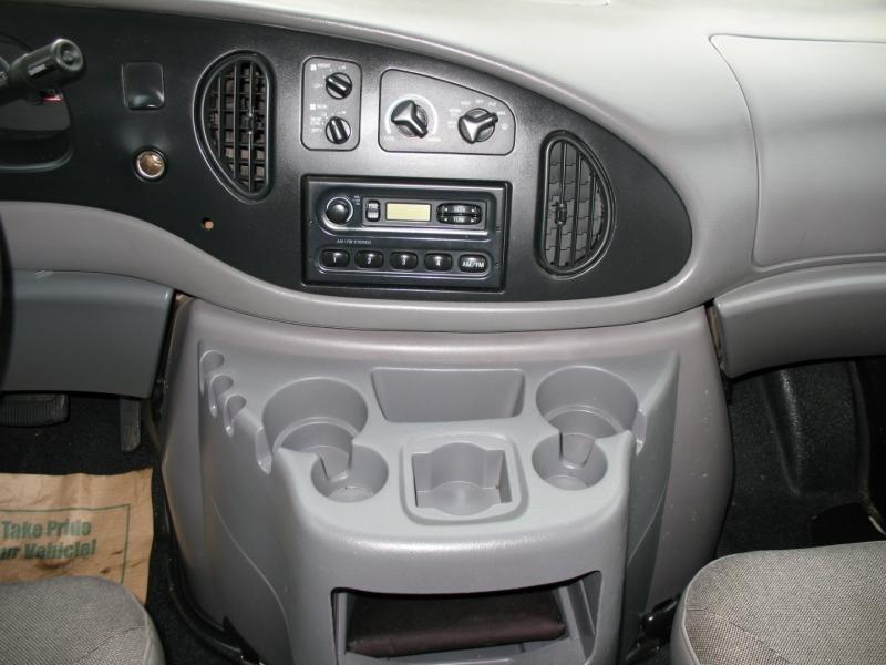 Ford Econoline Wagon 2001 price $10,995
