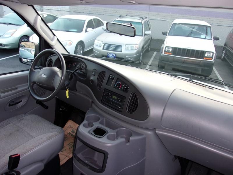 Ford Econoline Cargo Van 2003 price $10,995