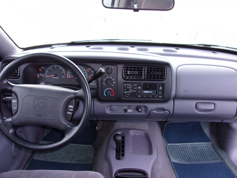 Dodge Dakota 2000 price $8,995