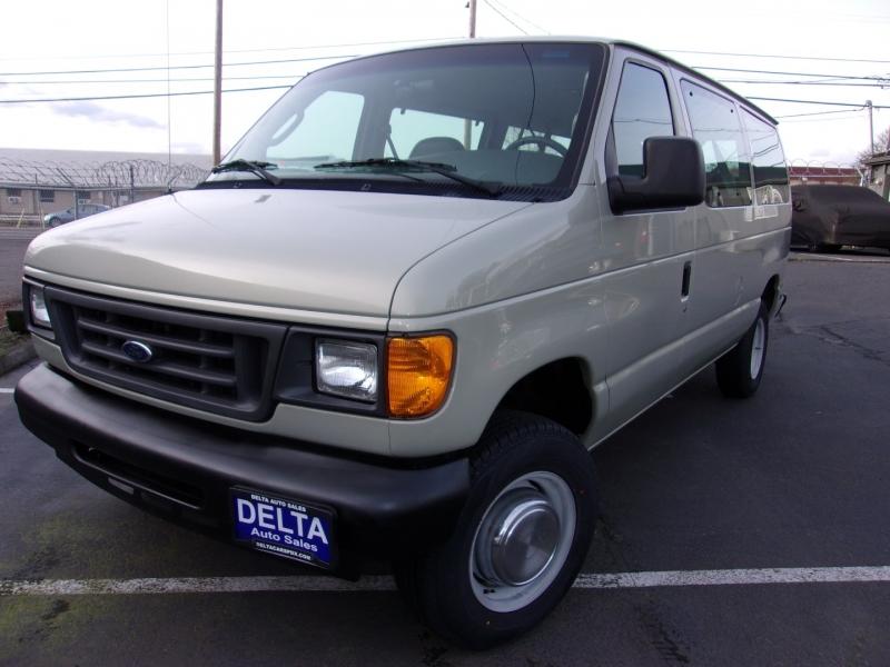 Ford Econoline Wagon 2004 price $8,995