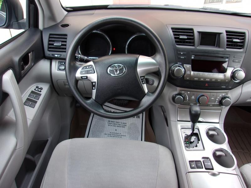 Toyota Highlander 2011 price $16,995