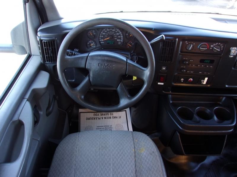 GMC Savana Cutaway 2005 price $19,995