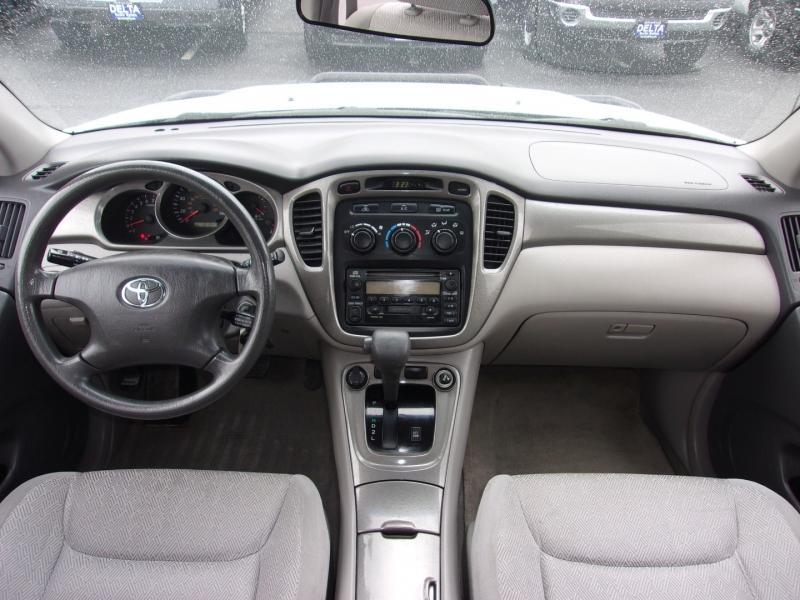 Toyota Highlander 2003 price $8,995