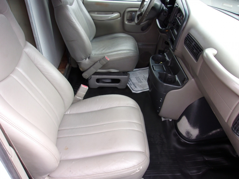 Chevrolet Express Commercial Cutaway 2000 price $14,995