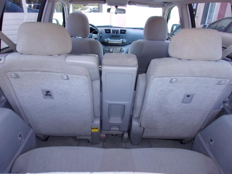 Toyota Highlander 2008 price $15,995
