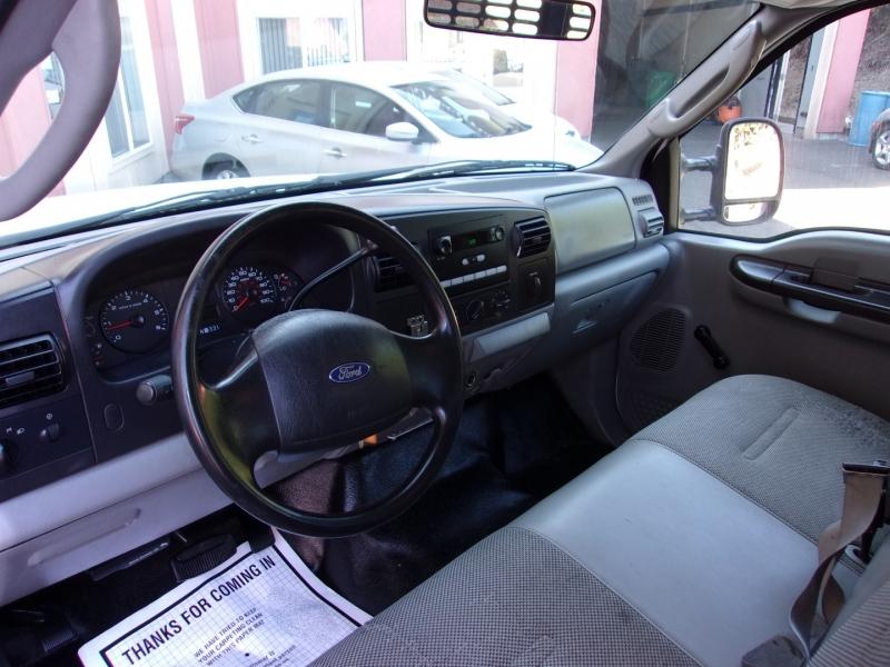 Ford Super Duty F-350 DRW 2005 price $14,995