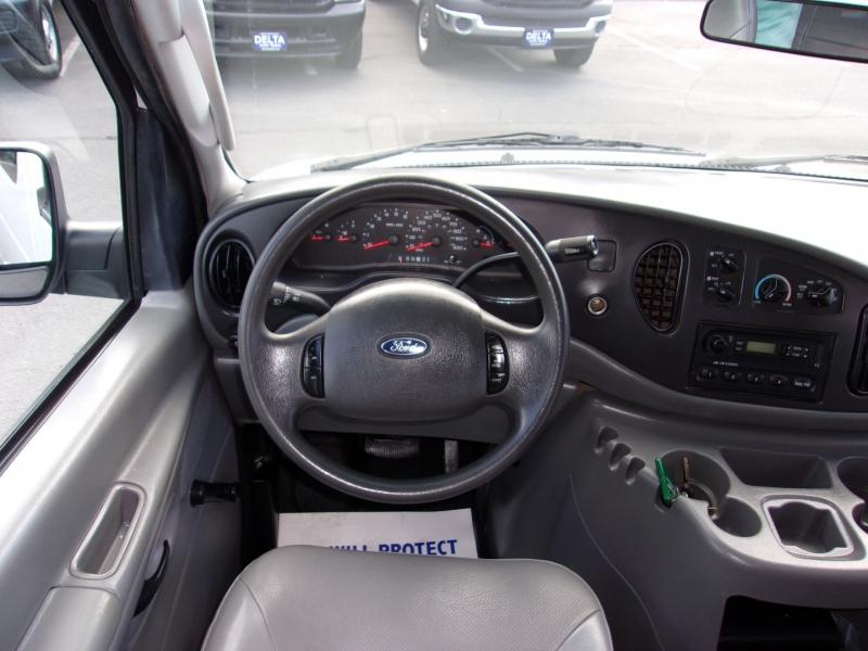 Ford Econoline Wagon 2005 price $12,995