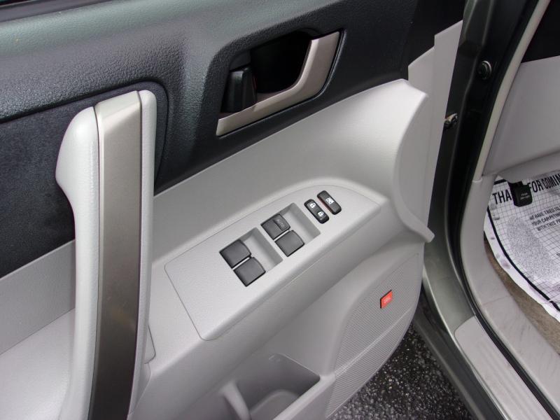 Toyota Highlander 2008 price $12,995