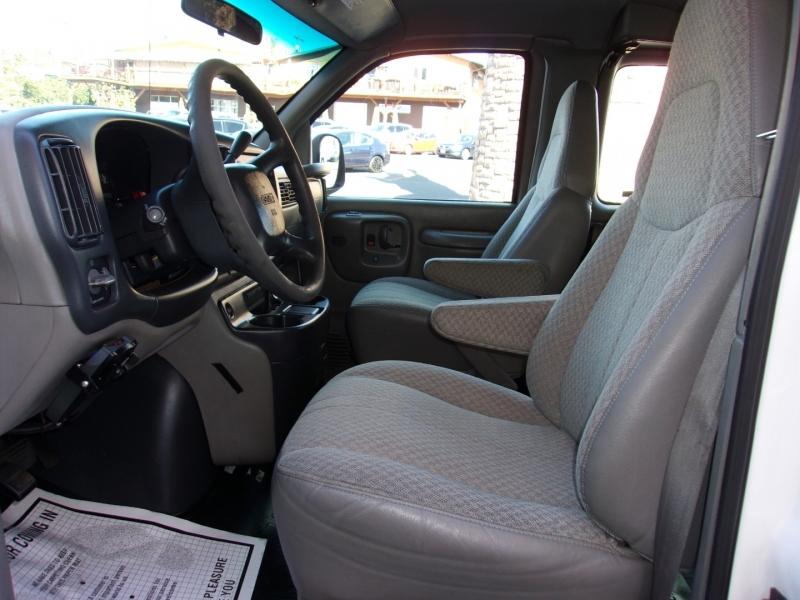 GMC Savana Passenger 2000 price $8,995