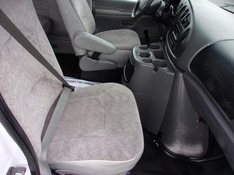 Ford Econoline Wagon 2003 price $12,995