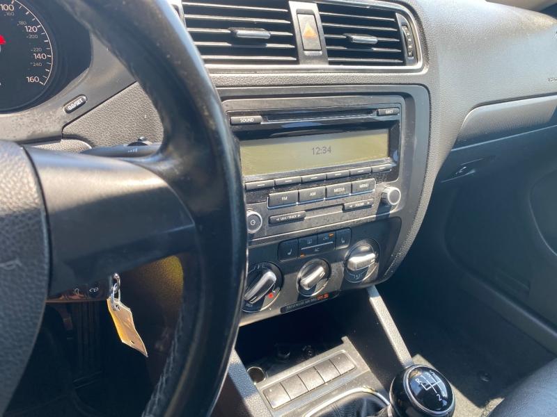 Volkswagen Jetta Sedan 2011 price $5,288