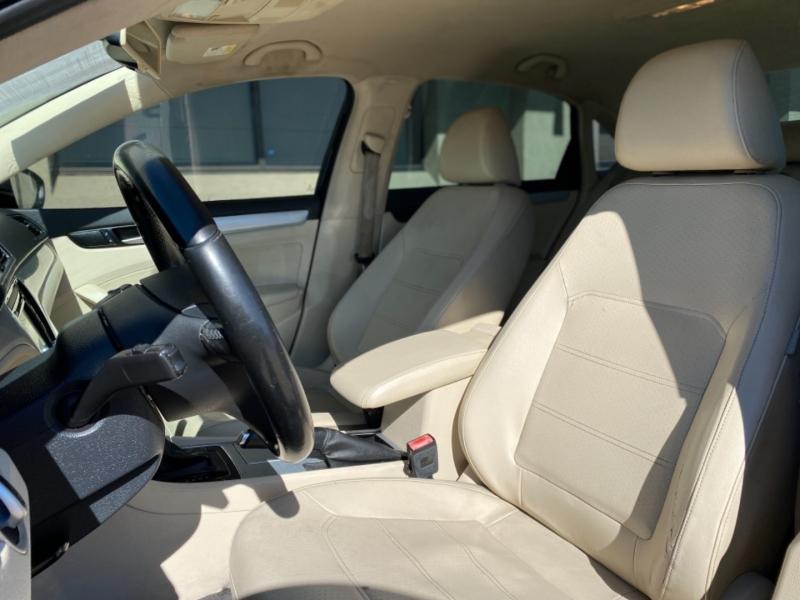 Volkswagen Passat 2012 price $6,288