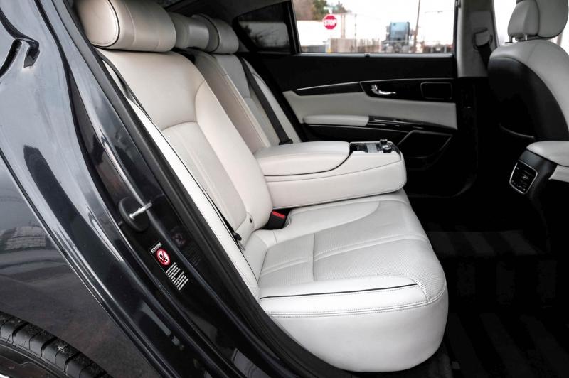 Kia K900 2015 price $14,488