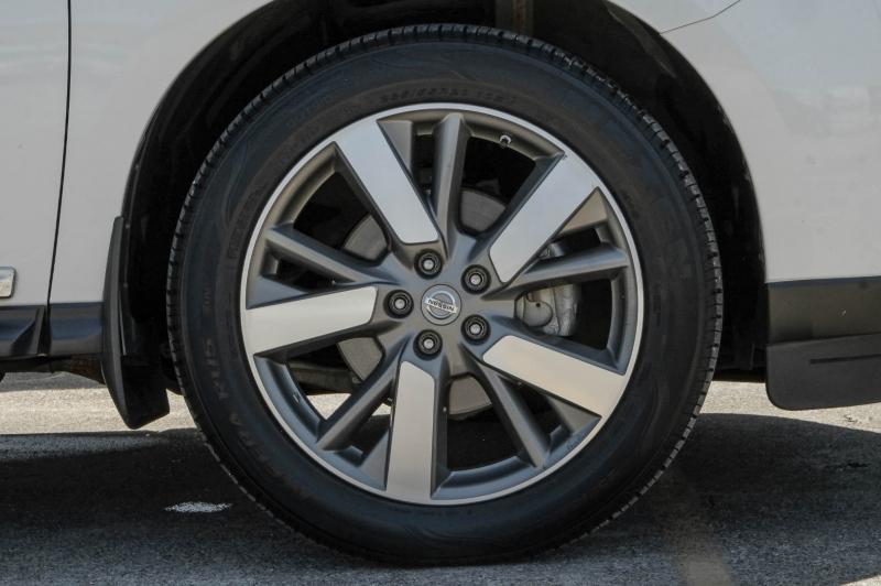 Nissan Pathfinder 2015 price $14,788