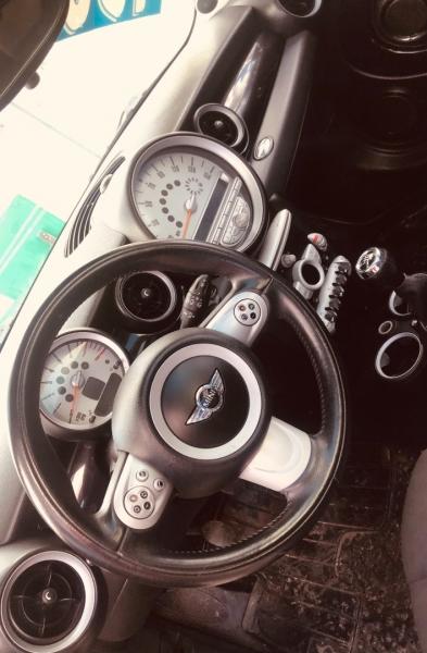 Mini Cooper Hardtop 2008 price $4,500