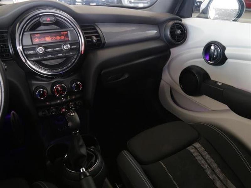 MINI Cooper Hardtop 4 Door 2016 price $17,995