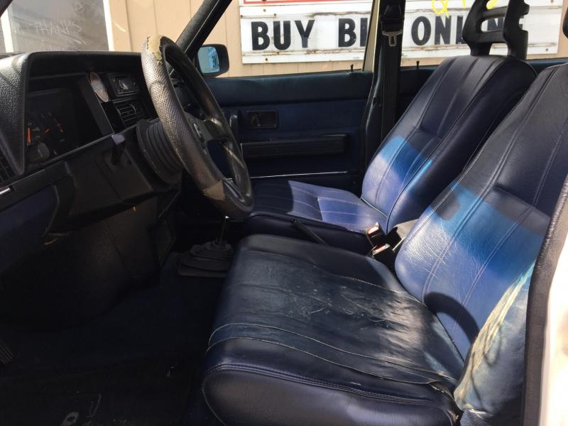 Volvo 240 1989 price $1600 Starting Bid
