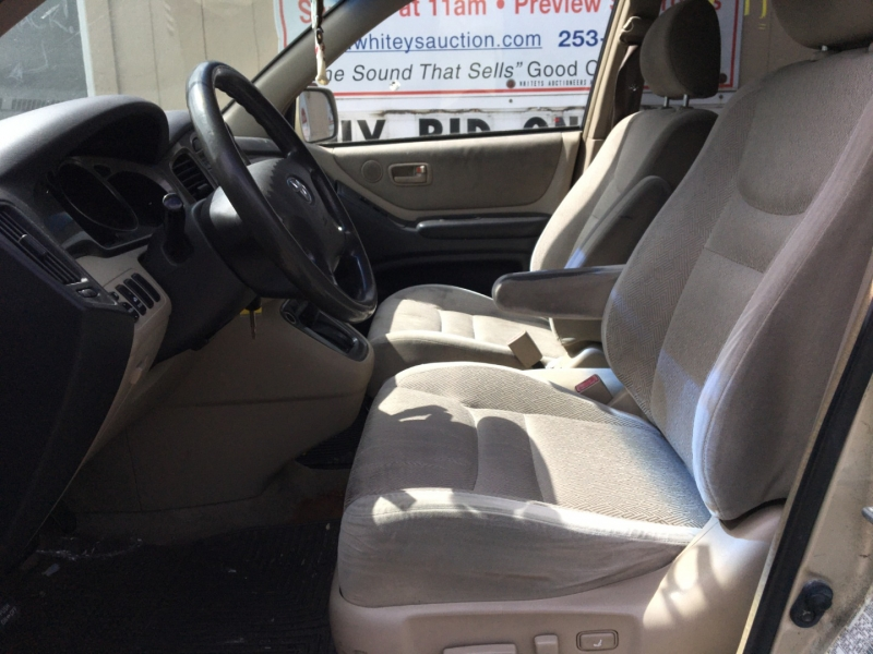 Toyota Highlander 2001 price $1,800 Cash