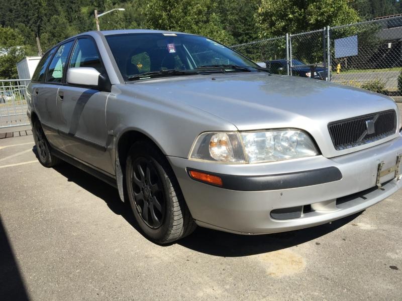 Volvo V40 2002 price $1250 Selling Price