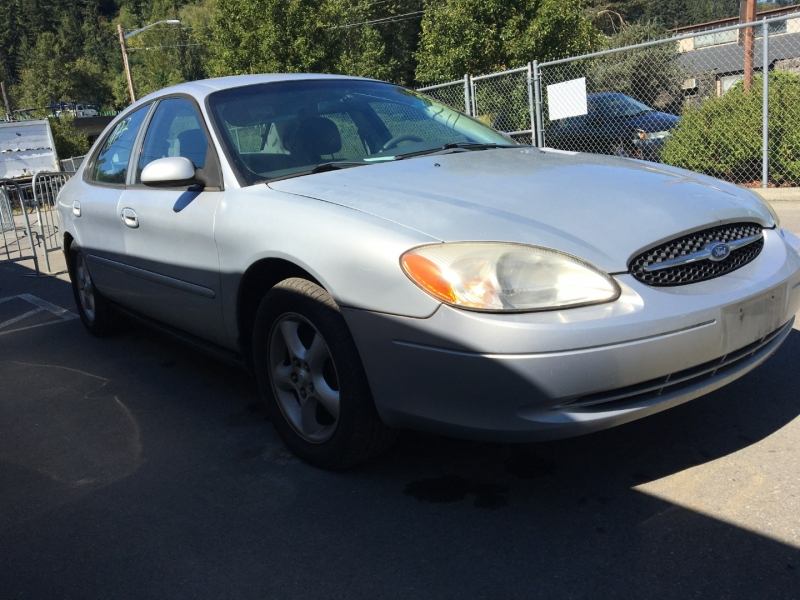 Ford Taurus 2000 price $875 Cash