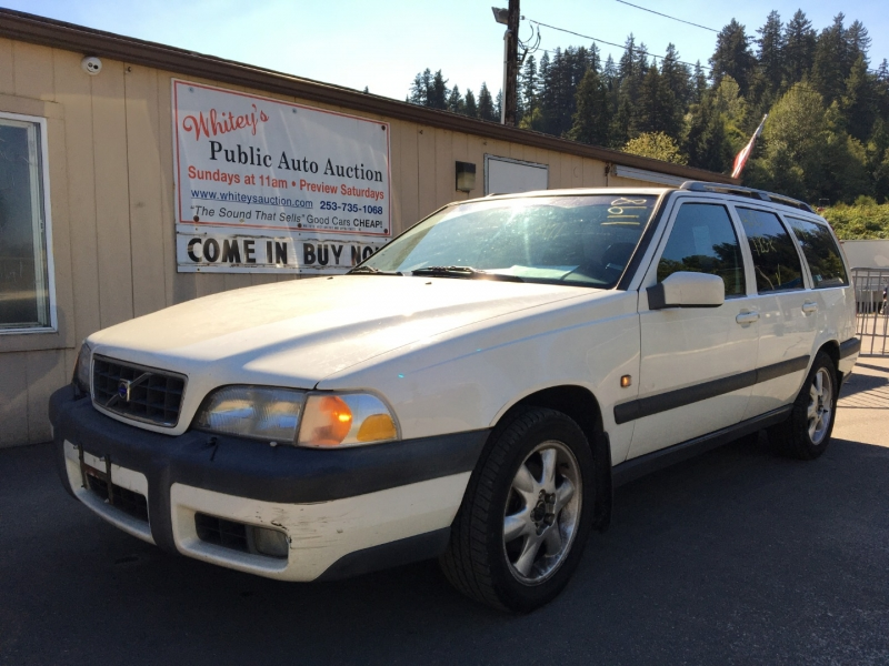 Volvo V70 2000 price $400 Cash