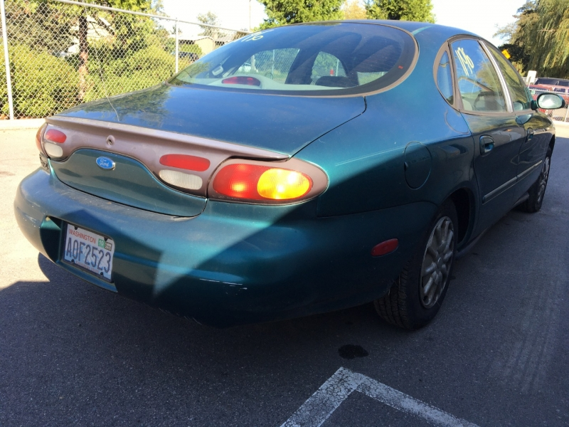 Ford Taurus 1996 price $575 Cash
