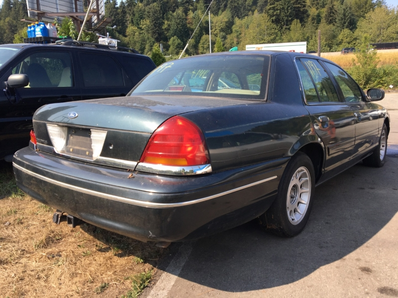Ford Crown Victoria 1998 price $675 Cash