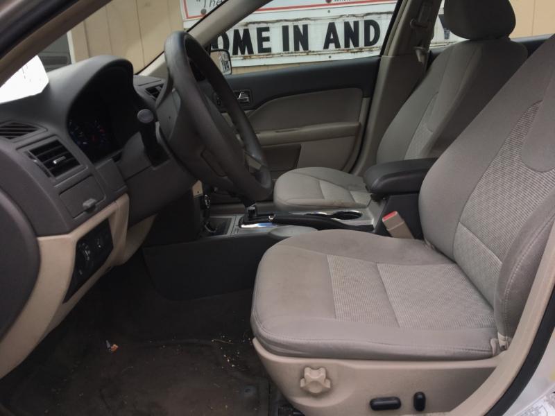 Ford Fusion 2011 price $1,600 Cash