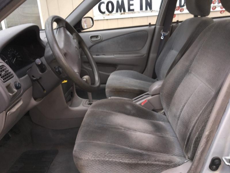 Toyota Corolla 2000 price $1,075 Cash