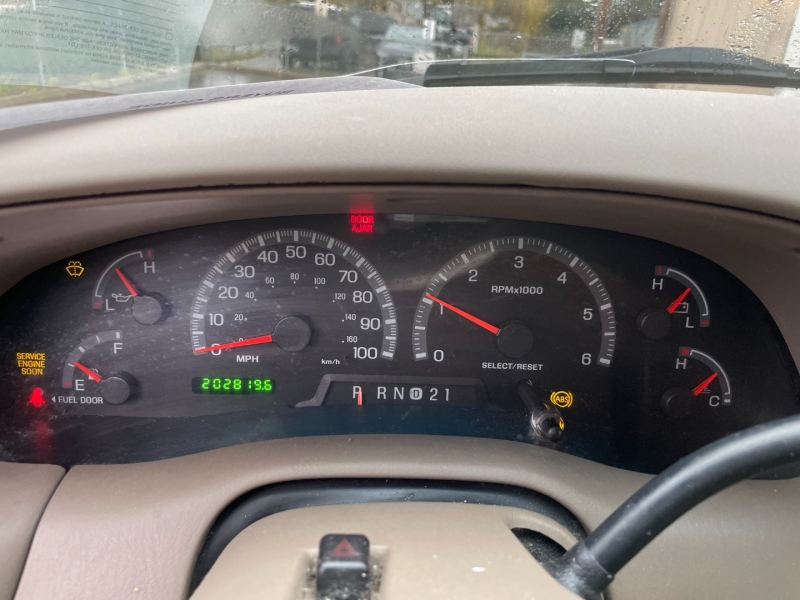 Ford Expedition 2000 price $1,500 Cash