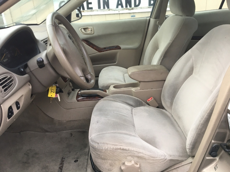 Mitsubishi Galant 2000 price $1,425 Cash