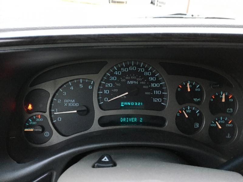 GMC Yukon XL Denali 2003 price $4,100 Cash