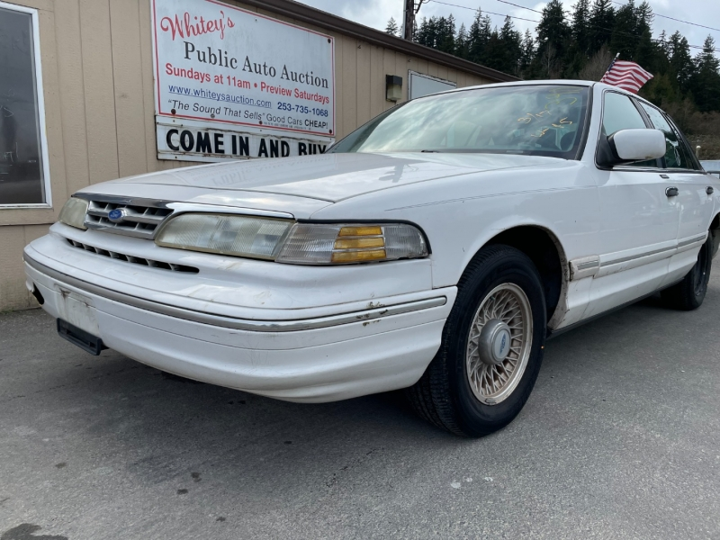 Ford Crown Victoria 1997 price $1,000 Cash