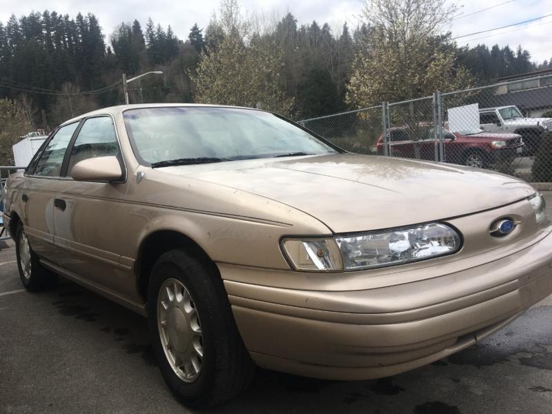 Ford Taurus 1993 price $550 Cash
