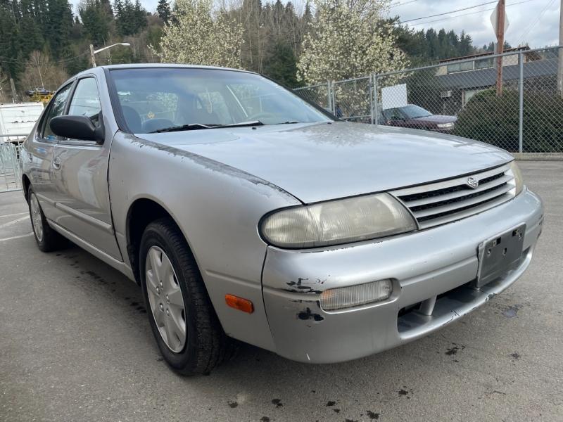 Nissan Altima 1997 price $650 Cash