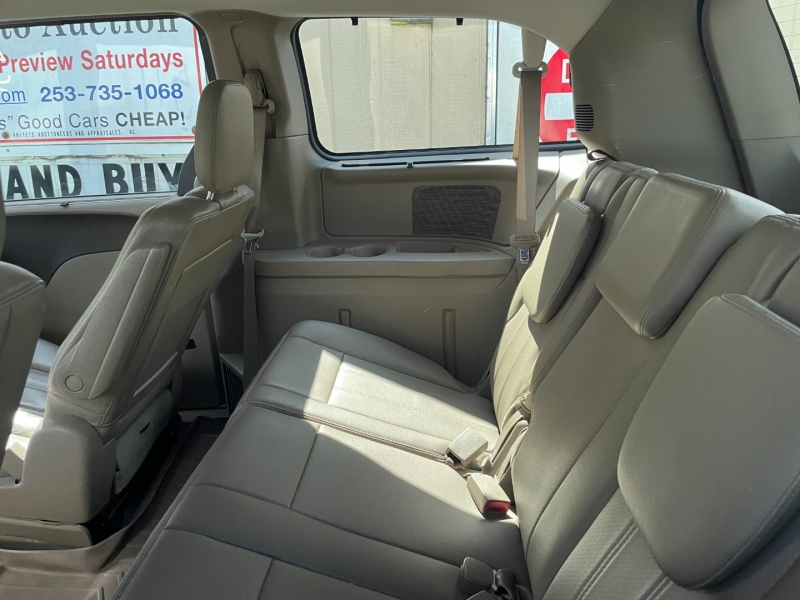 Chrysler Town & Country 2011 price $6,500 Cash