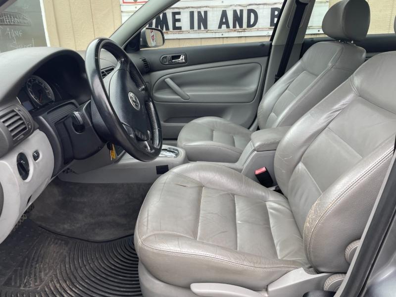 Volkswagen Passat Sedan 2004 price $4,900 Cash