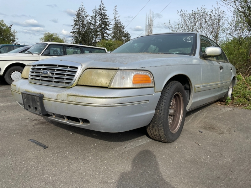 Ford Crown Victoria 2001 price $500 Cash