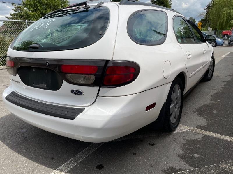 Ford Taurus 2005 price $2,500 Cash