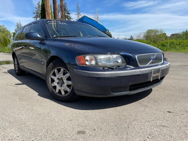 Volvo V70 2002 price $700 Cash