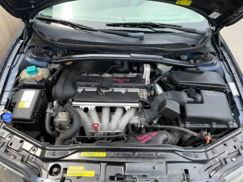 Volvo V70 2004 price $1,900 Cash