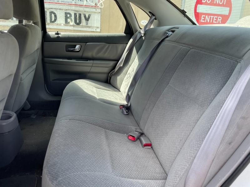 Ford Taurus 2000 price $1,550 Cash